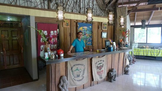 Hotel Kokoro Arenal: Michael at the reception desk at Kokoro.