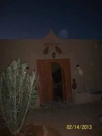 Auberge Hotel Porte De Sahara Ouzina : la puerta de hotel