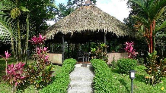 Hotel Kokoro Arenal: Relaxation hut, with hammock, at Kokoro.