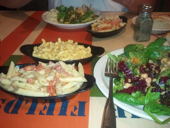 Sweet Tomatoes: pasta and salad
