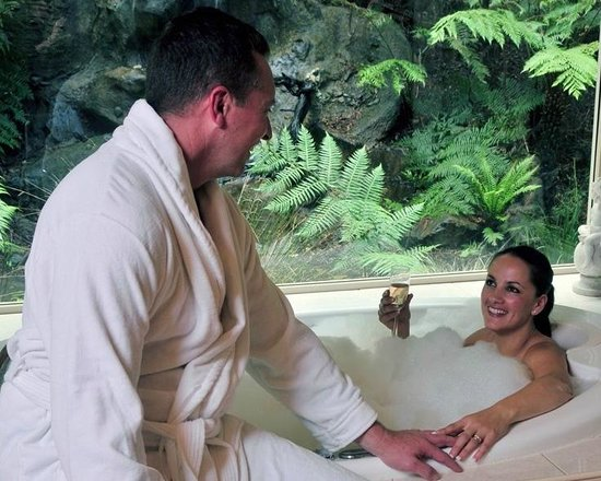 Myers Creek Cascades : Relax in the sensual double spa.