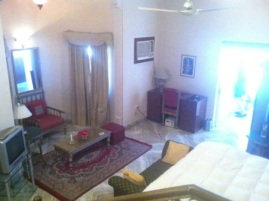 Sugan Niwas Palace: Our suite