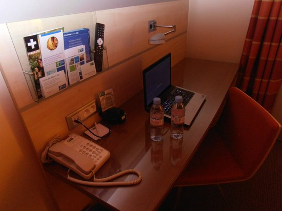 Holiday Inn Express Toulouse Airport : Desk