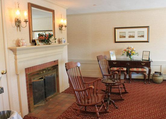 Port Inn, an Ascend Hotel Collection Member : Salon d'accueil où servi le petit déjeuner