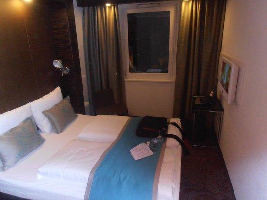 Motel One Nuernberg-Plaerrer: Nice bed setup
