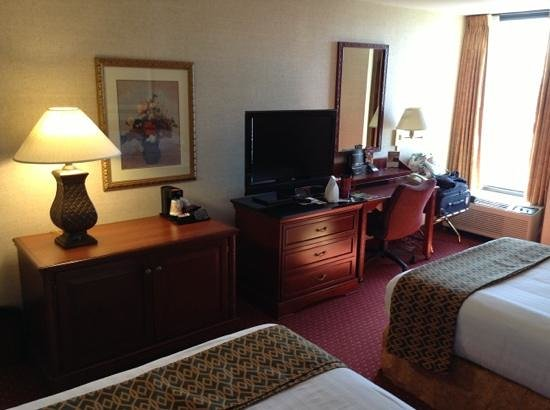 Drury Inn & Suites Atlanta Airport : Room 423: 2 doubles