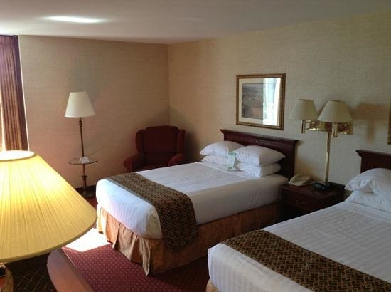 Drury Inn & Suites Atlanta Airport : New bedding (triple sheeting) is very comfy