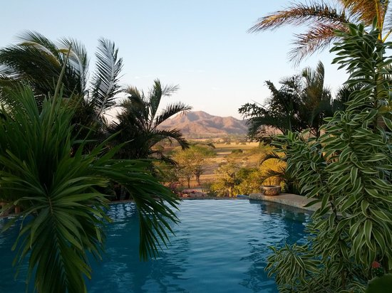 El Sabanero Eco Lodge: View from the infinity pool