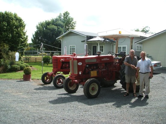 Blairgowrie House: Tractors International Farmall & International 614