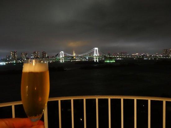 Hilton Tokyo Odaiba: 夜景を見ながら