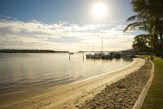Noosa Sun Motel & Holiday Apartments: Scenery opp the motel