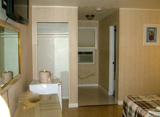 Palacio Inn Motel: Single Room (1 bed, refrigerator, Flat TV, Wi-fi, Bathroom, A/C)