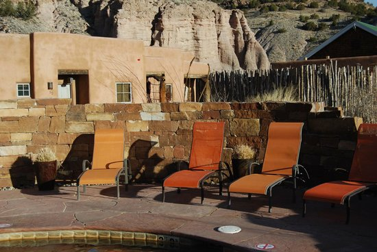 Ojo Caliente Mineral Springs Resort and Spa: Kiva Pool view