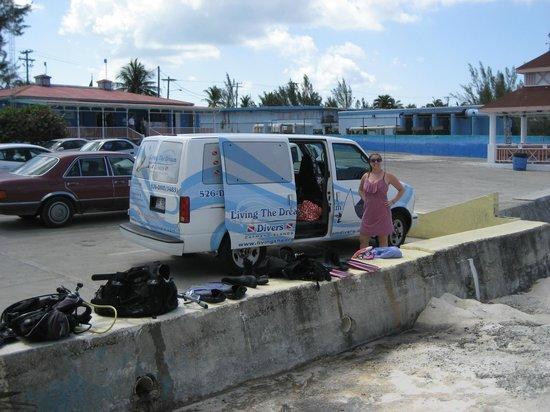 Shuttle Van 2 Foto Di Living The Dream Divers Seven Mile Beach TripAdvisor