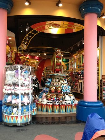 Souvenir Shop Picture Of Ocean Park Hong Kong Tripadvisor