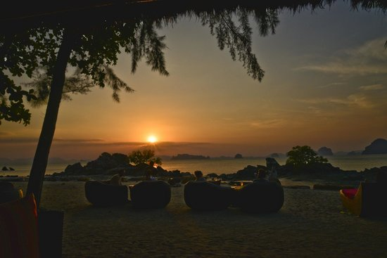 Phulay Bay, a Ritz-Carlton Reserve: Sunset bar view