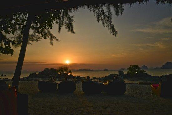 فولاي باي أريتز - كارلتون ريزيرف: Sunset bar view