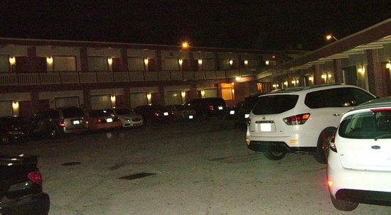 Palacio Inn Motel: Parking Space