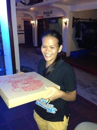 Vesuvio's Pizzeria : Pizza zur Bikinibar per Boot
