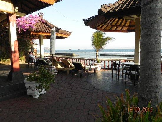 Pondok Bambu: Terrace