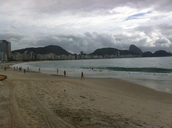 Orla Copacabana Hotel: vista da praia em frente