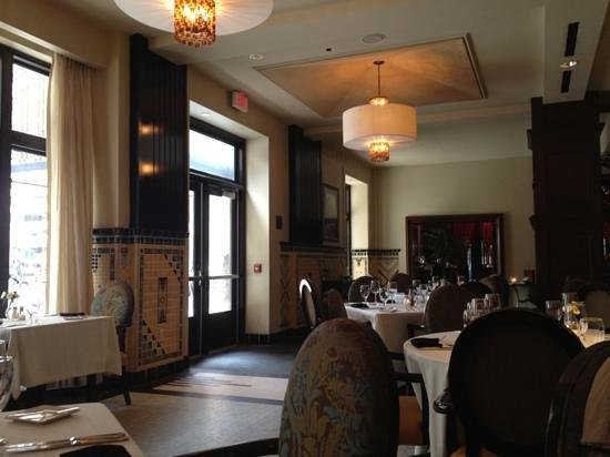 Park Avenue Grill - Skirvin Hilton: seating