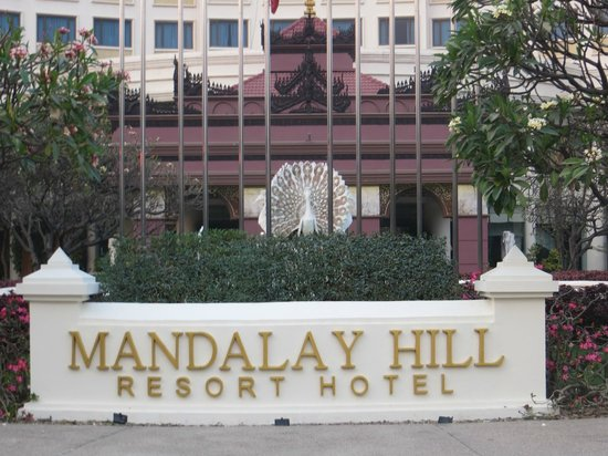 Mandalay Hill Resort: hotel entrance