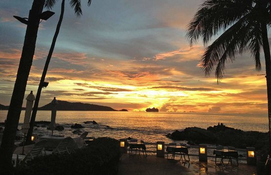 Diamond Cliff Resort and Spa: Sunset at Diamond Hut Restaurant