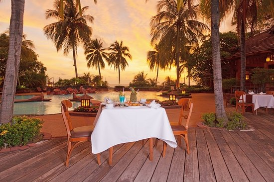 Diamond Cliff Resort and Spa: Sunset at Ocean View Restaurant