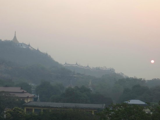 Mandalay Hill Resort: sunrise over temples viewed from bedroom window