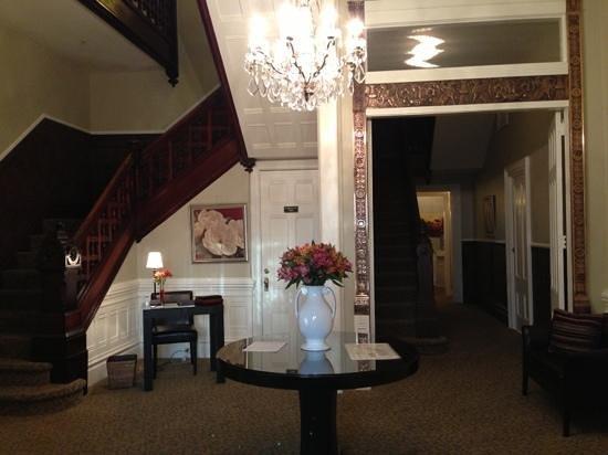 ذا وايت هاوس إن: Foyer