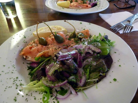 Merino Cafe: Smoked salmon salad