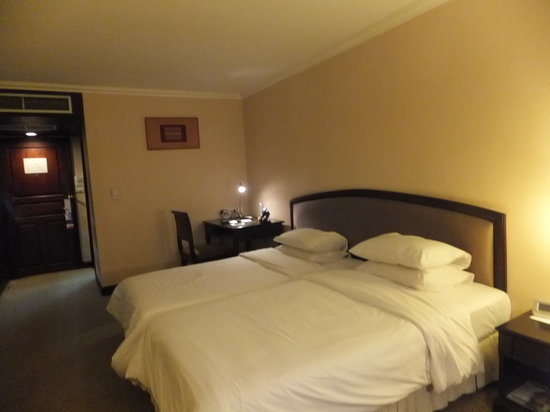 Lao Plaza Hotel: bed