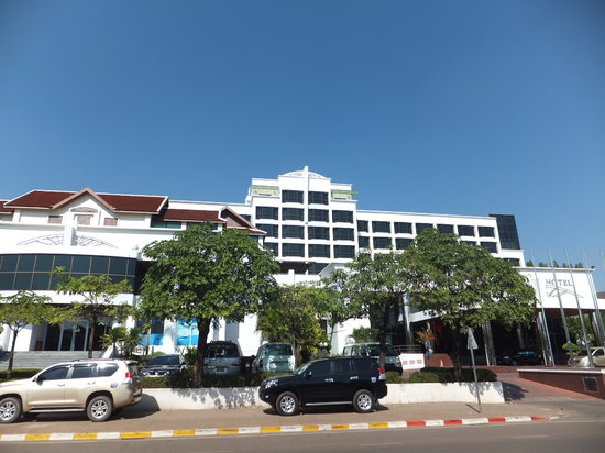 Lao Plaza Hotel: outside view