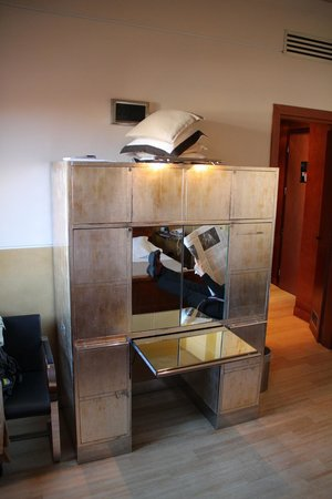 Ca' Pisani Hotel: The desk and chest of drawers, sort of.