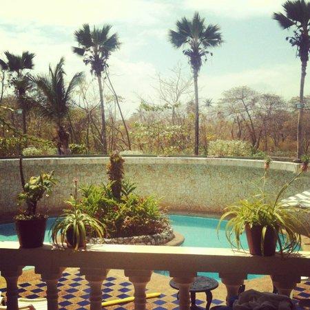 Hosteria Mar y Sol: piscina desde el balcon