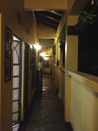 "نيتيف أبود: ""hallway"" to upstairs rooms with spring water cooler"