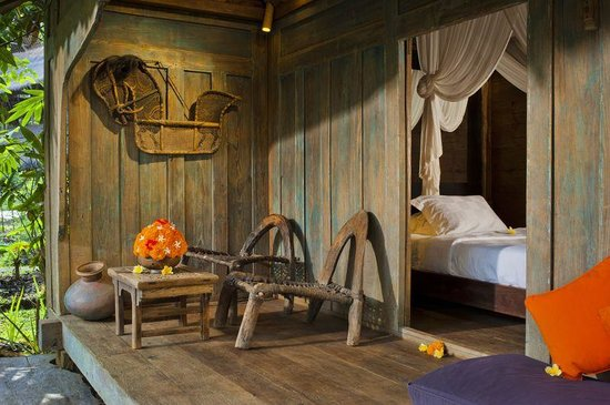 Bambu indah kuda house interior