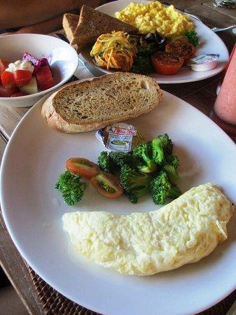 The Dipan Resort Petitenget: Breakfast