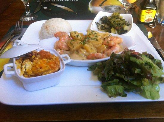 L'Assiette du Cagou: Sauted prawn with poingo banana (sauté de crevettes et bananes poingo)
