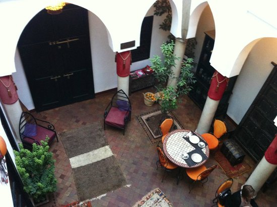 Riad Minorisa: Main living/dining area