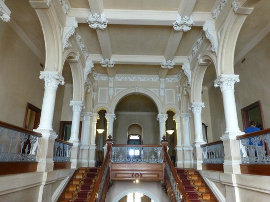 Barwon Park: staircase to upper level