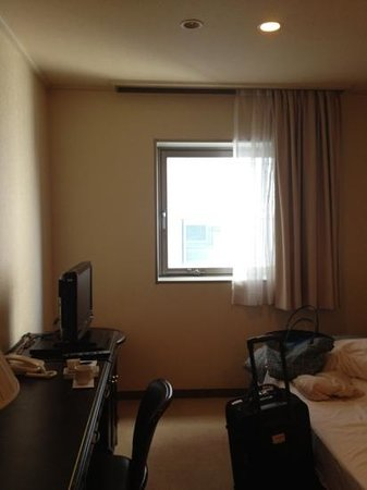 HOTEL MYSTAYS Tachikawa : 清潔です。立川駅から少し離れているため静かです。お茶、コーヒー、湯沸かしポット、ミネラルウォーターが置いてありました。