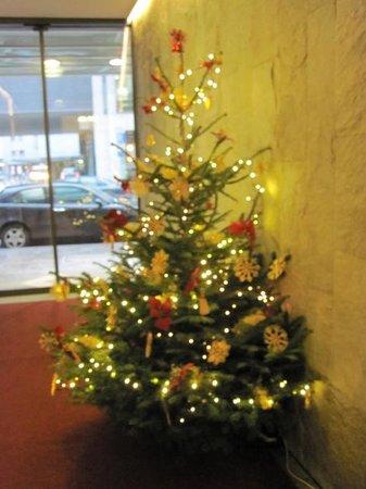 Hotel Unger beim Hauptbahnhof: クリスマスツリー