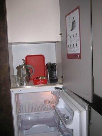 HiSuiteRome : mini kitchen -  with coffee machine and fridge