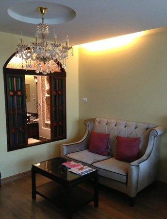 Sheik Istana Hotel: room