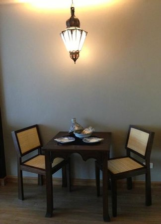 Sheik Istana Hotel: little dining area