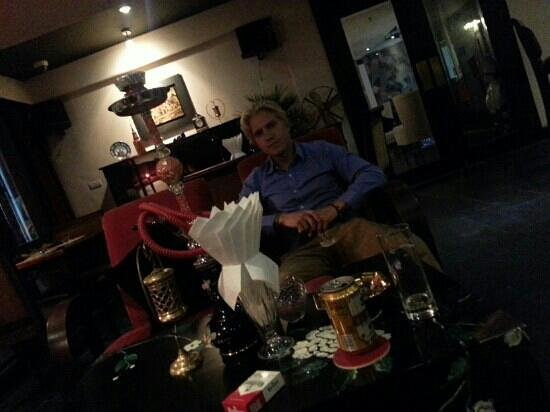 Hanoi Boutique Hotel: A young swedish man chilling in the bar area