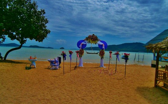 Chalong Beach Hotel and Spa: Свадебная арка на территории отеля