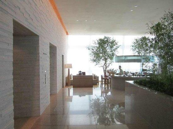 Park Hyatt Busan: 30F Elevator hall